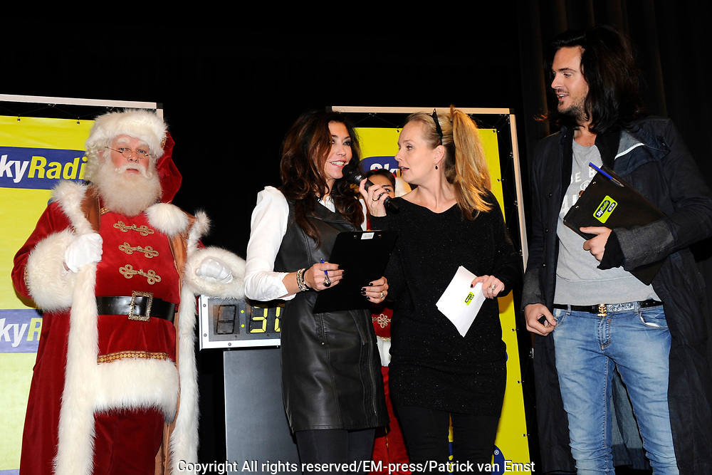 Sky Radio Christmas Tree for Charity 2011 in Artis, Amsterda.<br /> <br /> Op de foto: Marlayne Sahupala met de jury: Mariëlle Bastiaanse en Thijs Willekes
