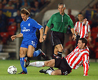 Fotball. Premier League. 28.02.2002.<br /> Southampton v Chelsea<br /> Gianfranco Zola, Chelsea.<br /> Rory Delap, Southampton<br /> Foto: Matthew Impey, Digitalsport