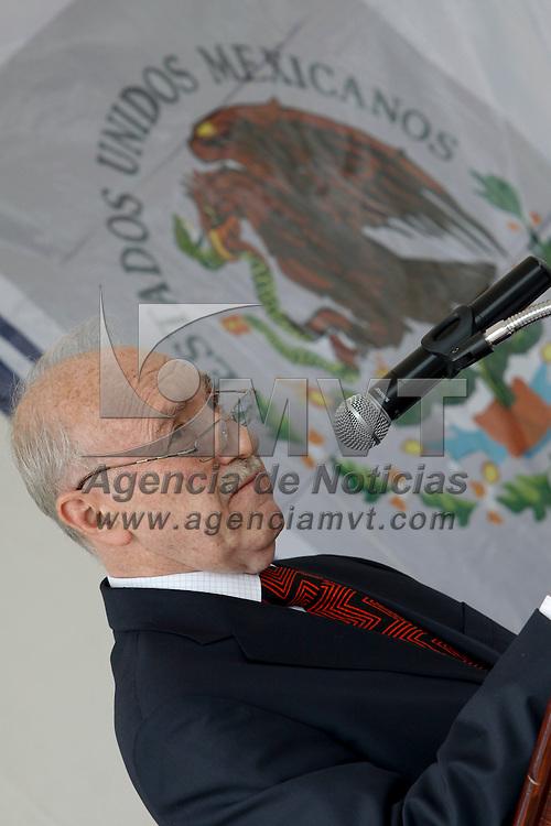 ALMOLOYA DE JUAREZ, México.- Aarón Kirsch Kleiman, delegado estatal de la PGR encabezó la incineración de  drogas sintéticas y naturales que se han asegurado en los últimos meses en operativos realizados  por elementos federales. Agencia MVT / Crisanta Espinosa. (DIGITAL)