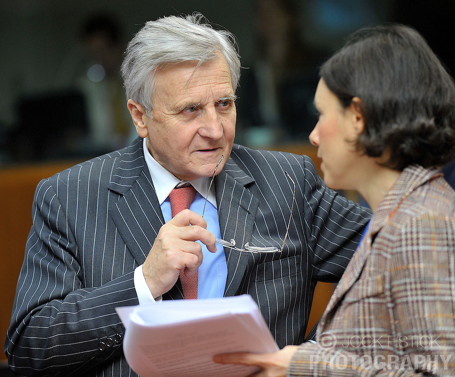 Jean-Claude Trichet, president of the European Central Bank, left, speaks with Paola Del Favero, senior economist with the European Central Bank, during the ECOFIN meeting of finance ministers from the European Union, at the EU Council headquarters on Wednesday, Dec. 2, 2009, in Brussels, Belgium. (Photo © Jock Fistick)