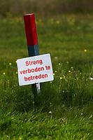 ZWOLLE - Natuurgebied, streng verboden te betreden, Golf Club Zwolle . Verboden toegang,  COPYRIGHT KOEN SUYK Bal  in gebied, begrensd door ROOD-GROENE palen (Hindernis)<br /> <br /> Verplicht ontwijken (Stand en ligging) MET 1 STRAFSLAG<br /> <br />     No play zones OOK NIET BETREDEN!