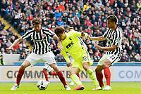 v.l. David Abraham, Dong-Won Ji (Augsburg), Timothy Chandler<br /> Frankfurt, 22.04.2017, Fussball Bundesliga, Eintracht Frankfurt - FC Augsburg<br /> <br /> Norway only