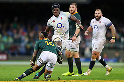 Maro Itoje of England looks to kick the ball past Elton Jantjies of South Africa- Mandatory by-line: Steve Haag/JMP - 23/06/2018 - RUGBY - DHL Newlands Stadium - Cape Town, South Africa - South Africa v England 3rd Test Match, South Africa Tour