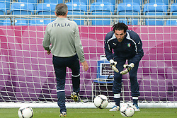 12.06.2012, Staedtisches Stadion, Posen, POL, UEFA EURO 2012, Italien, Training, im Bild  GIANLUIGI BUFFON during the during EURO 2012 Trainingssession of Italy national team, at the SMunicipal Stadium in Poznan, Poland on 2012/06/13