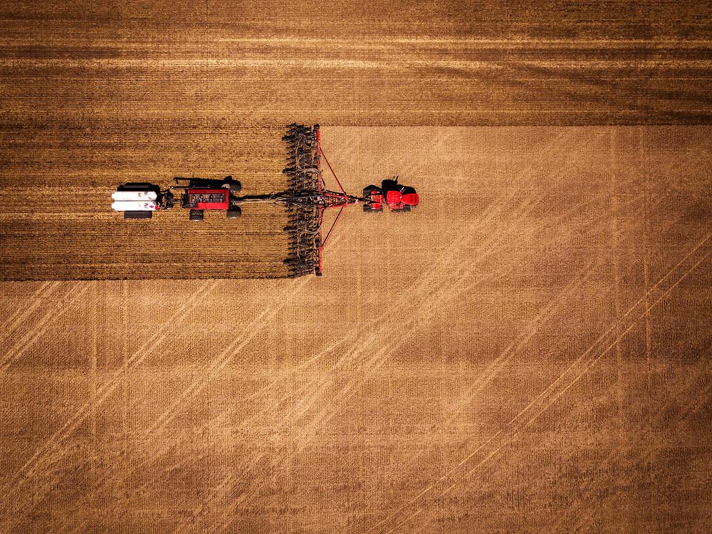 Hilton Farms seeding canola in Strathmore, Alberta, Monday, May 21, 2018.Todd Korol