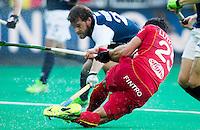 ANTWERP -    Loïck Luypaert (r) tries to score during  the quarterfinal hockeymatch   Belgium vs France.   WSP COPYRIGHT KOEN SUYK
