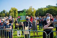 Halle/Saale, 08.09.2021: Besucher einer Wahlkampfveranstaltung von BÜNDNIS 90/DIE GRÜNEN mit der Grünen-Kanzlerkandidatin Annalena Baerbock auf der Ziegelwiese.