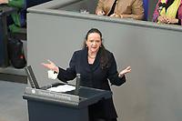 DEU, Deutschland, Germany, Berlin, 23.04.2021: Deutscher Bundestag, Simone Barrientos (Die Linke) bei einer Rede in der Debatte zum Antrag von Bündnis 90/Die Grünen zur besseren Absicherung von Solo-Selbstständigen in der Kultur- und Kreativwirtschaft.