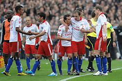 19.09.2010, Millerntor Stadion, Hamburg, GER, 1.FBL, FC St. Pauli vs Hamburger SV, im Bild die Spieler des HSV lassen nach dem Untentschieden die Koepfe haengen EXPA Pictures © 2010, PhotoCredit: EXPA/ nph/  Witke+++++ ATTENTION - OUT OF GER +++++ / SPORTIDA PHOTO AGENCY