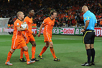 FOOTBALL - FIFA WORLD CUP 2010 - FINAL - SPAIN vs NETHERLANDS - JOHANNESBURG 11/07/2010 - WESLEY SNEIJDER (NED) - ELJERO ELIA (NED) - JORIS MATHIJSEN (NED) - HOWARD WEBB (REFEREE)<br /> PHOTO FRANCK FAUGERE / DPPI