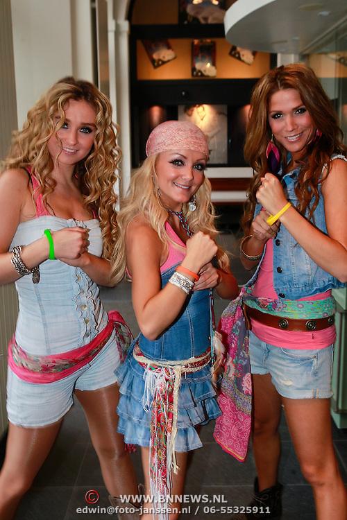 NLD/Bergen op Zoom/20110621 - TROS Muziekfeest op het Plein, Django, Lindsy Schuman, Lotte Prijs, Samantha Klumper