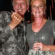 NLD/Amsterdam/20191009 - Uitreiking Gouden Televizier Ring Gala 2019, Martien Meiland en Erica Meiland met de Gouden televizier ring