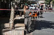 jerusalem, A Young woman soldier blocks pedestrian area for suspected bomb in the center. Gerusalemme, Una Giovane donna soldato ad un blocco in area pedonale per sospetta bomba in centro.