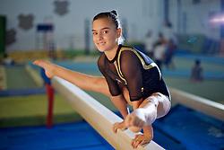 A atleta de ginástica artística, Brenda Brito (1989), treinando no clube Grêmio Náutico União, em Porto Alegre. FOTO: Jefferson Bernardes/Preview.com