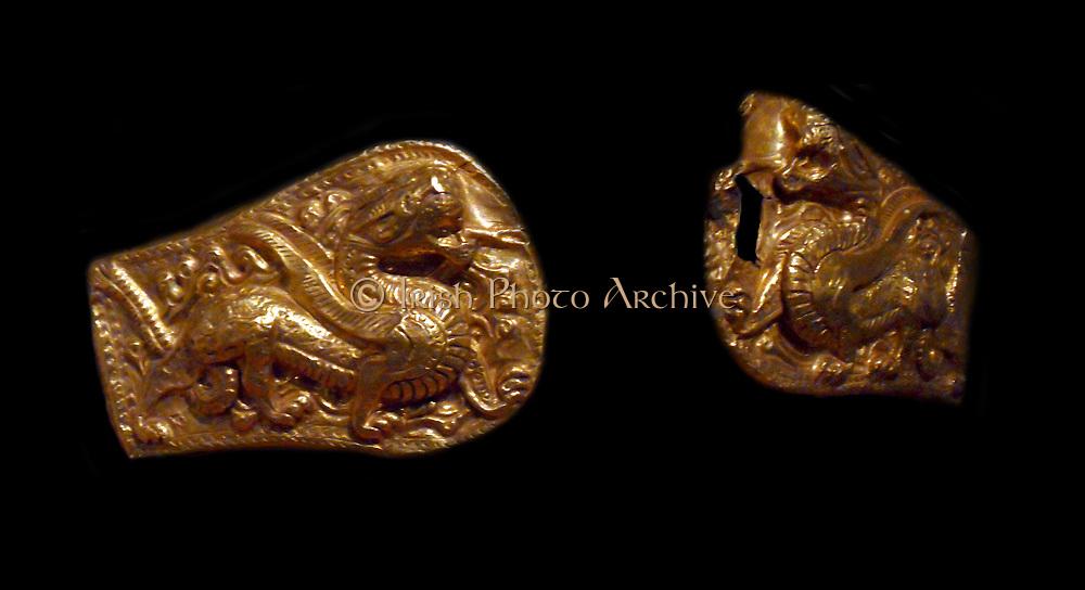 Mongolian belt buckle, shaped like a 'horseshoe' Toward the second century AD. Han dynasty (206 BC - 220 AD)  gold leaf