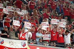 01-06-2003 NED: Amstelcup finale FC Utrecht - Feyenoord, Rotterdam<br /> FC Utrecht pakt de beker door Feyenoord met 4-1 te verslaan / FC Utrecht support publiek Maikel, Peter, Erwin, Rob