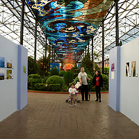 Toluca, México.- El Jardín Botánico Cosmovital alberga la exposición fotográfica Lo Disruptivo de la Naturaleza del fotógrafo Leopoldo Islas Flores. Agencia MVT / Crisanta Espinosa