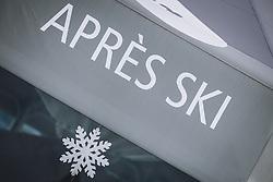THEMENBILD - geschlossener Apres Ski Schirm am Skigebiet Kitzsteinhorn , aufgenommen am 21. Oktober 2020 in Kaprun, Österreich // closed Apres Ski parasol at the Kitzsteinhorn ski resort, Kaprun, Austria on 2020/10/21. EXPA Pictures © 2020, PhotoCredit: EXPA/ JFK