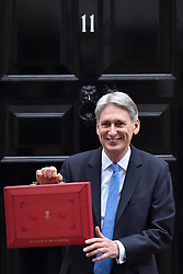 © Licensed to London News Pictures. 22/11/2017. London, UK. Chancellor of the Exchequer Philip Hammond departs Number 11 Downing Street to deliver his Autumn Budget to Parliament.  Photo credit: Stephen Chung/LNP