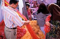 China. Sinkiang Province (Xinjiang).  Kashgar (Kashi). Old city bazar. Ouigour population. Bazar aux tissus// Chine. Province du Sinkiang (Xinjiang). Kashgar (Kashi). Bazar de la vieille ville. Population Ouigour. Textile market