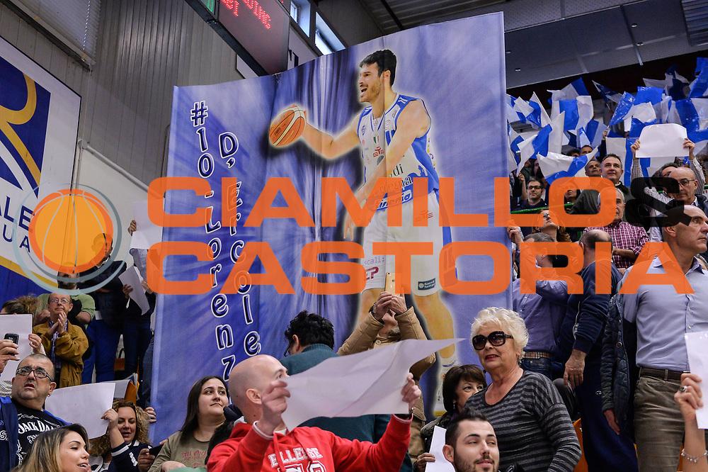 DESCRIZIONE : Beko Legabasket Serie A 2015- 2016 Dinamo Banco di Sardegna Sassari - Manital Auxilium Torino<br /> GIOCATORE : Lorenzo D'Ercole<br /> CATEGORIA : Tifosi Pubblico Spettatori Coreografia Before Pregame<br /> SQUADRA : Dinamo Banco di Sardegna Sassari<br /> EVENTO : Beko Legabasket Serie A 2015-2016<br /> GARA : Dinamo Banco di Sardegna Sassari - Manital Auxilium Torino<br /> DATA : 10/04/2016<br /> SPORT : Pallacanestro <br /> AUTORE : Agenzia Ciamillo-Castoria/L.Canu