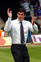 Photo: Kevin Poolman.<br />Luton Town v Leicester City. Coca Cola Championship.<br />05/08/2006. Luton manager Mike Newell applauds the fans at the end.