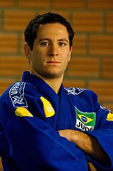 Tiago Camilo conquistou medalha de ouro para o Brasil no Mundial de Judô, disputado na Arena Multiuso, no Rio de Janeiro, ao vencer o francês Antony Rodriguez com um ippon em apenas um minuto e nove segundos de luta na final da categoria meio-médio (- 81 kg). Camilo se consolida como um dos melhores judocas da história do Brasil. Ele também foi prata nas Olimpíadas de Sydney, em 2000, além do ouro pan-americano e o mundial universitário, em 1998. FOTO: Jeferson Bernardes/Preview.com