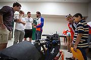 Tijdens de show and shine op dinsdag kan iedereen de fietsen bekijken en komen schoolkinderen langs. In Battle Mountain (Nevada) wordt ieder jaar de World Human Powered Speed Challenge gehouden. Tijdens deze wedstrijd wordt geprobeerd zo hard mogelijk te fietsen op pure menskracht. Ze halen snelheden tot 133 km/h. De deelnemers bestaan zowel uit teams van universiteiten als uit hobbyisten. Met de gestroomlijnde fietsen willen ze laten zien wat mogelijk is met menskracht. De speciale ligfietsen kunnen gezien worden als de Formule 1 van het fietsen. De kennis die wordt opgedaan wordt ook gebruikt om duurzaam vervoer verder te ontwikkelen.<br /> <br /> At the show and shine on Tuesday everyone can see the bikes and school kids come and visit. In Battle Mountain (Nevada) each year the World Human Powered Speed Challenge is held. During this race they try to ride on pure manpower as hard as possible. Speeds up to 133 km/h are reached. The participants consist of both teams from universities and from hobbyists. With the sleek bikes they want to show what is possible with human power. The special recumbent bicycles can be seen as the Formula 1 of the bicycle. The knowledge gained is also used to develop sustainable transport.