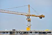 Nederland, Nijmegen, 6-6-2013Hijskraan bij bouwplaats voor huizen in de nieuwe wijk Laauwik, onderdeel van de stadsuitbreiding van Nijmegen in Lent.Foto: Flip Franssen/Hollandse Hoogte
