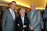 Radio 5 Nostalgia Oeuvreprijs 2014  in Singer Laren .<br /> <br /> Op de foto: Jacques d' Ancona en partner Hans Langenhout met Mario van den Ende