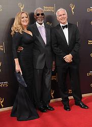 Lori McCreary, Morgan Freeman, James Younger bei der Ankunft zur Verleihung der Creative Arts Emmy Awards in Los Angeles / 110916 <br /> <br /> *** Arrivals at the Creative Arts Emmy Awards in Los Angeles, September 11, 2016 ***
