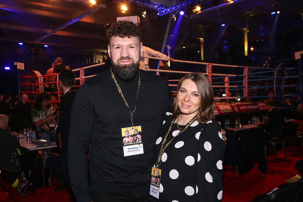 BOXEN: EC Boxing & SES Boxing, Hamburg, 18.01.2020<br /> Schwergewicht Erik Pfeifer (ECB) und Frau<br /> © Torsten Helmke