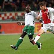 NLD/Amsterdam/20060420 - Ajax - Feyenoord, eredivisie playoffs, Christian Gyan in duel met Klaas Jan Huntelaar