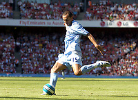Photo: Olly Greenwood.<br />Arsenal v Manchester City. The FA Barclays Premiership. 25/08/2007. Martin Petrov shoots just wide