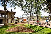 Jeceaba_MG, Brasil...Pessoas em uma praca em Jeceaba, Minas Gerais...The people in the square in Jeceaba, Minas Gerais...Foto: JOAO MARCOS ROSA /  NITRO