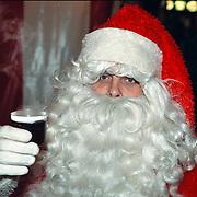 Kertmarkt Oude Raadhuisplein Huizen, oa. kerstman op arreslee en drinkend Gluhwein