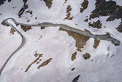 THEMENBILD - Verkehr auf der Strasse am Hochtor im Schnee . Die Hochalpenstrasse verbindet die beiden Bundeslaender Salzburg und Kaernten und ist als Erlebnisstrasse vorrangig von touristischer Bedeutung, aufgenommen am 11. Juni 2020 in Heiligenblut, Österreich // road traffic at the Hochtor surrounded by snow. The High Alpine Road connects the two provinces of Salzburg and Carinthia and is as an adventure road priority of tourist interest, Heiligenblut, Austria on 2020/06/11. EXPA Pictures © 2020, PhotoCredit: EXPA/ JFK