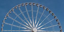 THEMENBILD - Teilansicht des Riesenrad Roue de Paris bei Sonnenschein, aufgenommen am 09. Juni 2016 in Paris, Frankreich // Closeup view of Ferris wheel Roue de Paris at sunshine, Paris, France on 2016/06/09. EXPA Pictures © 2017, PhotoCredit: EXPA/ JFK