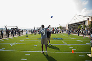 January 27 2016: Tampa Bay Buccaneers Jameis Winston throws to kids during the Pro Bowl Draft at Wheeler Army Base on Oahu, HI. (Photo by Aric Becker/Icon Sportswire)