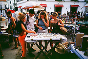 HAVANA, CUBA: Tourists shop for souvenirs in the market in Havana, Cuba, March 2000.  Tourism has become a major source of foreign exchange for the Cuban government.   Photo by Jack Kurtz   TOURISM  LIFESTYLE     ECONOMY