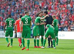 12.04.2014, Coface Arena, Mainz, GER, 1. FBL, 1. FSV Mainz 05 vs SV Werder Bremen, 30. Runde, im Bild Sebastian Prödl / Proedl (Bremen #15) und Santiago Garcia (SV Werder Bremen #2) beschweren sich nach dem ersten Gegentor bei Schiedsrichter Deniz Aytekin nach dem ersten Gegentreffer // Sebastian Prödl / Proedl (Bremen #15) und Santiago Garcia (SV Werder Bremen #2) beschweren sich nach dem ersten Gegentor bei Schiedsrichter Deniz Aytekin nach dem ersten Gegentreffer during the German Bundesliga 30th round match between 1. FSV Mainz 05 and SV Werder Bremen at the Coface Arena in Mainz, Germany on 2014/04/12. EXPA Pictures © 2014, PhotoCredit: EXPA/ Andreas Gumz<br /> <br /> *****ATTENTION - OUT of GER*****