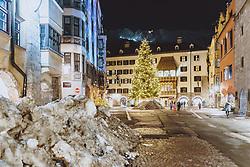 THEMENBILD - das beleuchtete Goldene Dachl mit einem Weihnachtsbaum am Abend, aufgenommen am 23. Jänner 2021 in Innsbruck, Oesterreich // the illuminated golden roof with a Christmas tree in the evening in Innsbruck, Austria on 2021/01/23. EXPA Pictures © 2021, PhotoCredit: EXPA/ JFK