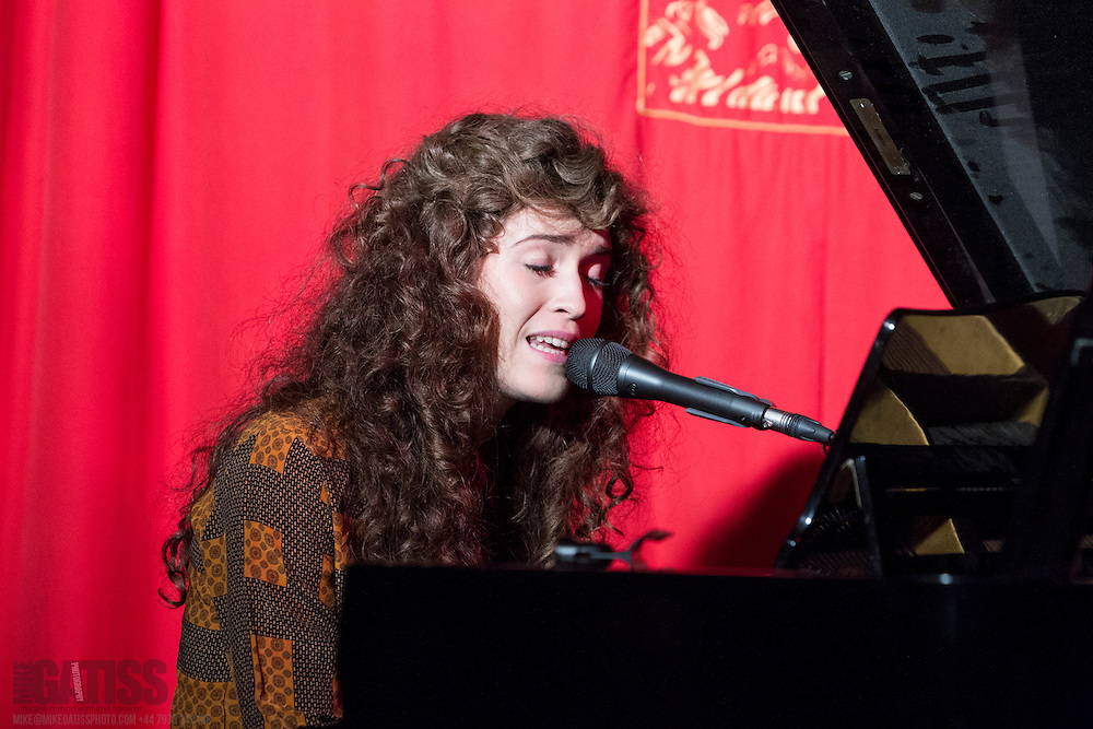 Rae Morris performing live at Matt and Phreds, Manchester, 2012-09-26