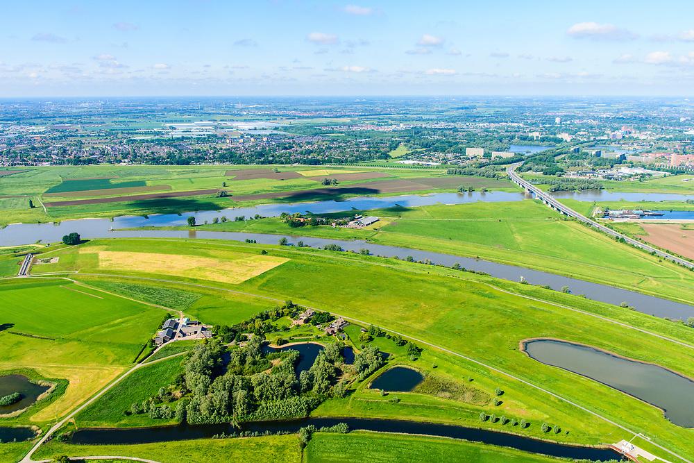 Nederland, Gelderland, Arnhem, 29-05-2019; IJsselkop, splitsing Nederrijn in Nederrijn naar Arnhem en IJssel (rechts). N325 richtung Arnhem, Naast de IJsselkop ligt de Hondsbroeksche Pleij, voormalige uiterwaard, nu een van de Ruimte voor de Rivier lokaties.  Regelwerk draagt zorg voor de verdeling van het rivier water bij hoogwater.<br /> IJsselkop, junction Nederrijn in Nederrijn to Arnhem and IJssel (right). Next to the IJsselkop is the Hondsbroeksche Pleij, former flood plain, now one of the Room for the River locations. Highwater arrangment  is responsible for the distribution of river water at high water.<br /> <br /> luchtfoto (toeslag op standard tarieven);<br /> aerial photo (additional fee required);<br /> copyright foto/photo Siebe Swart