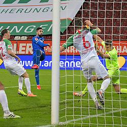 17.06.2020, Fussball 1. Bundesliga 2019/2020, 32. Spieltag, FC Augsburg - TSG 1899 Hoffenheim, in der WWK-Arena Augsburg. Tor zum 0:2, (L-R) Marek Suchy (FC Augsburg), Stephan Lichtsteiner (FC Augsburg), Torschütze Munas Dabbur (TSG 1899 Hoffenheim), Jeffrey Gouweleeuw (FC Augsburg) und Torwart Andreas Luthe (FC Augsburg)<br /> <br /> Foto: Bernd Feil/MIS/Pool/PIX-Sportfotos<br /> <br /> Nur für journalistische Zwecke! Only for editorial use! <br /> <br /> Gemäß den Vorgaben der DFL Deutsche Fußball Liga ist es untersagt, in dem Stadion und/oder vom Spiel angefertigte Fotoaufnahmen in Form von Sequenzbildern und/oder videoähnlichen Fotostrecken zu verwerten bzw. verwerten zu lassen. DFL regulations prohibit any use of photographs as image sequences and/or quasi-video.    <br /> <br /> National and international NewsAgencies OUT.