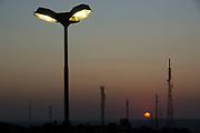 Juazeiro do Norte_CE, 15 de Setembro de 2012<br /> <br /> Antenas com por do sol proximo a estatua do Padre Cicero.<br /> <br /> Foto: LEO DRUMOND / NITRO