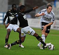 Tippeligaen Rosenborg - Hønefoss 16 mai  2010<br /> Lerkendal Stadion, Trondheim<br /> <br /> <br /> Umaru Bangura, Hønefoss og Vadim Demidov, Rosenborg i duell<br /> <br /> Foto : Arve Johnsen, Digitalsport