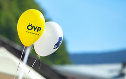 21.04.2018, Kapitelplatz, Salzburg, AUT, Landtagswahl in Salzburg 2018, Wahlkampf der Parteien. Im Bild gelbe und weiße Luftballons der ÖVP // Election campaign of the parties. yellow and white balloons of the ÖVP. Kapitelplatz, Salzburg, Austria on 2018/04/21. EXPA Pictures © 2018, PhotoCredit: EXPA/ Stefanie Oberhauser