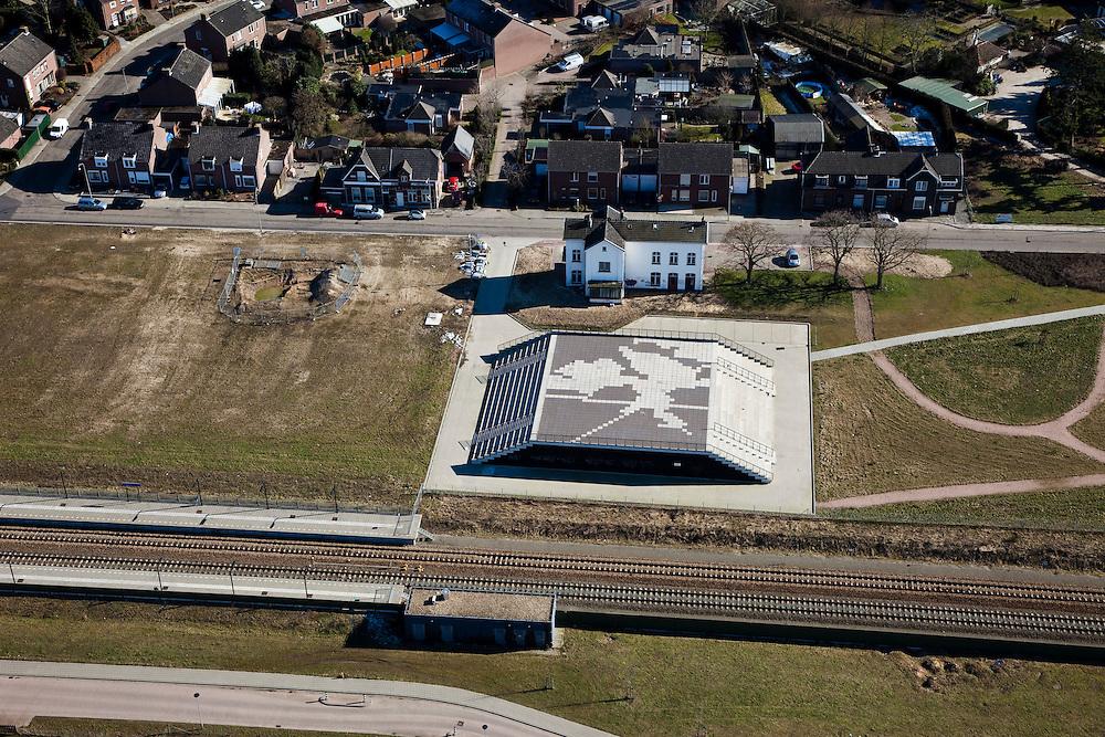 Nederland, Limburg, Gemeente Roermond, 07-03-2010; Swalmen, landtunnel Swalmen in de A73-Zuid, gebouwd om overlast voor de omgeving tegen te gaan. De spoorlijn Nijmegen-Venlo-Roermond is verplaatst om ruimte te maken voor de tunnel van Rijksweg A73, naast het oude station  het dienstgebouw van de tunnel. .Landtunnel Swalmen the A73 south, built to counter environmental inconvenience. The railroad Nijmegen-Venlo-Roermond was moved to make room for the tunnel of Highway A73, next to the old station, the service building of the tunnel..luchtfoto (toeslag), aerial photo (additional fee required).foto/photo Siebe Swart