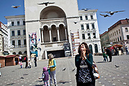 Avril/mai 2014. Timisoara. Roumanie. Reportage sur  Khulood, irakienne réfugiée en Syrie au centre de transit du HCR. Sorties organisées par le HCR. En ballade dans le centre de la ville. April / May 2014 Timisoara. Romania. report on Khulood, Iraqi refugee in Syria at transit centre of the HCR. trips organized by UNHCR. Trip in the center of the city.